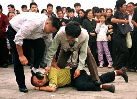 Резултат с изображение за Седем души опитват да се самозапалят на площад Тянанмън